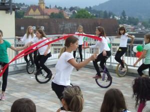 Einradgruppe beim Terrassenfest